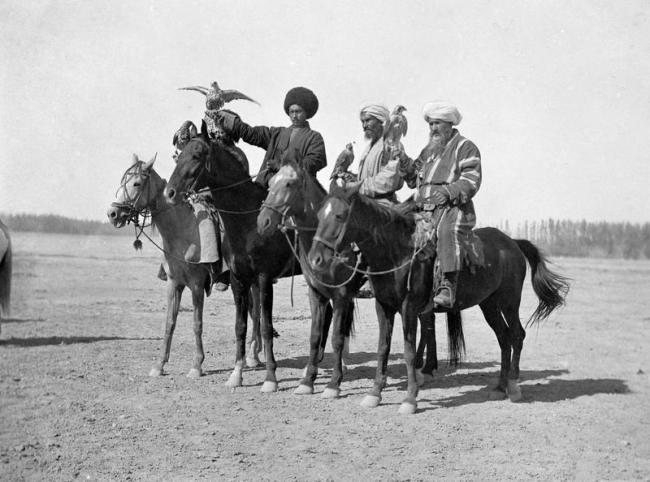 Competitions on falconry of Khivan khan by photographer Paul Nodar in 1890 L