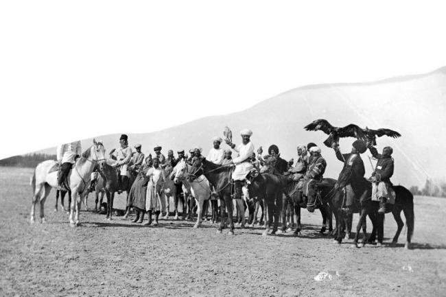 Competitions on falconry of Khivan khan by photographer Paul Nodar in 1890 2nd photo
